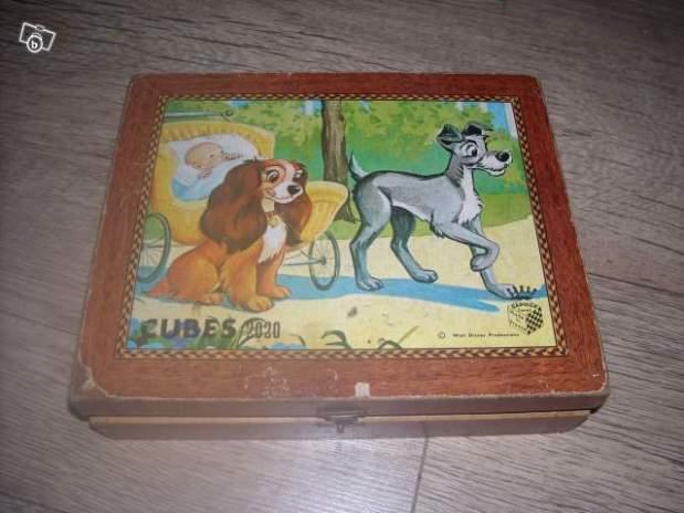 Boite de cubes puzzle en bois ancien